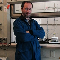 Gregory Keyes in the laboratory